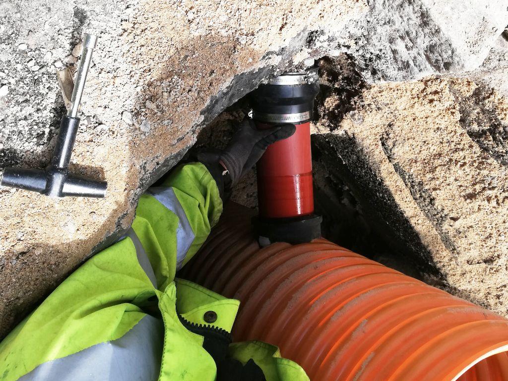 Renoveringsovergang monteres på kloakrør